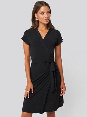 Mango Crossep Dress svart