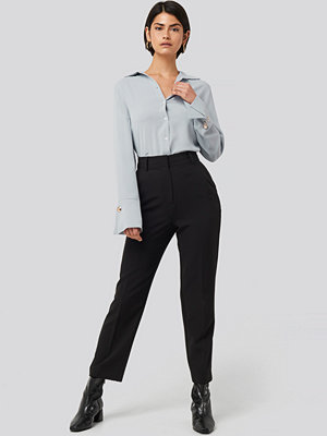 NA-KD Classic svarta byxor Tailored Cropped Suit Pants svart