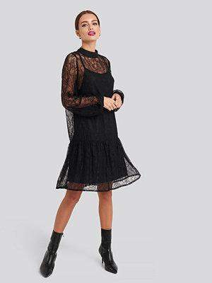 NA-KD Party Lace High Neck Balloon Sleeve Mini Dress svart