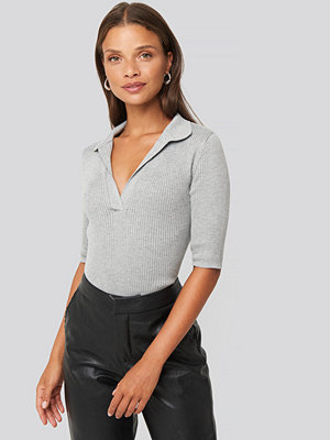 NA-KD Pique Collar Knitted Top grå