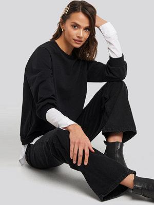 NA-KD Contrast Shirt Hem Sweater svart