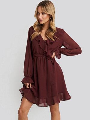 NA-KD Boho Flounce Chiffon Mini Dress röd