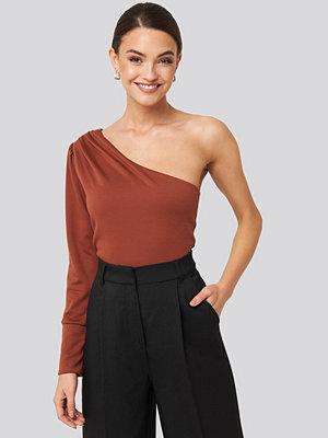 Trendyol One Shoulder Long Sleeve Top brun röd