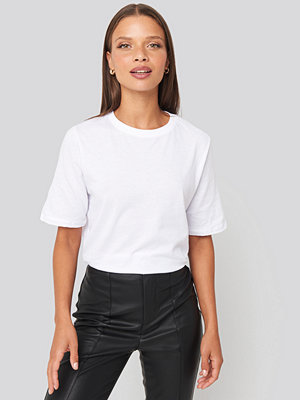 NA-KD Basic High Round Neck Tee vit