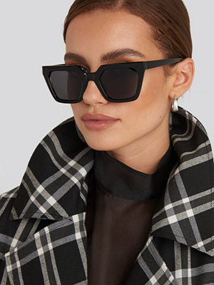NA-KD Accessories Sharp Edge Square Sunglasses svart