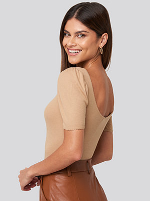 NA-KD Deep Back Puff Sleeve Top beige