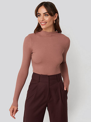 NA-KD Basic High Neck Ribbed Top rosa