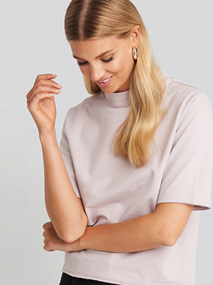 NA-KD Basic High Neck Short Sleeve T-shirt lila