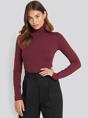 NA-KD Basic Viscose Long Sleeve Polo Top röd