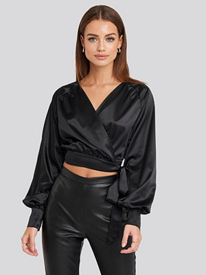 NA-KD Party Wrap Front Cropped Blouse svart