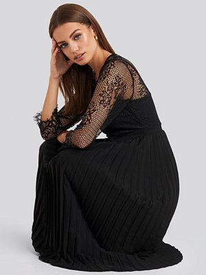 NA-KD Party Contrast Lace Midi Dress svart