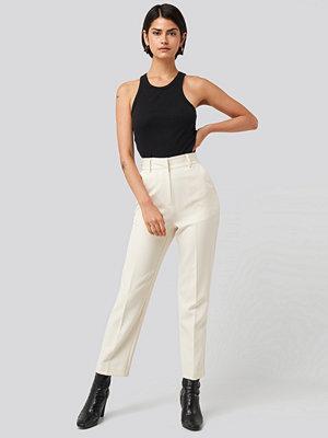 NA-KD Classic vita byxor Tailored Cropped Suit Pants vit