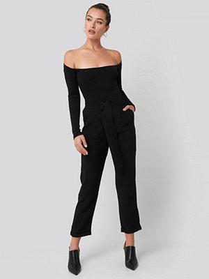Trendyol svarta byxor Tied Belt Elastic Pants svart