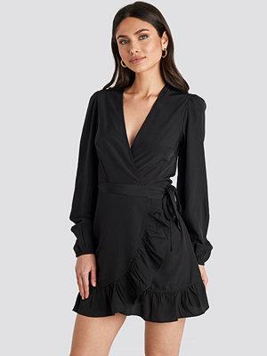NA-KD Boho Omlottklänning svart