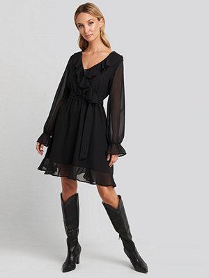 NA-KD Boho Flounce Chiffon Mini Dress svart
