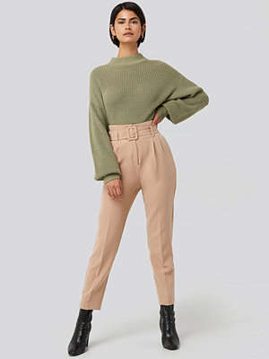 NA-KD Classic Belted Suit Pants beige byxor