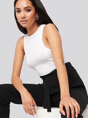 XLE the Label Zoe Ribbed Tank Top vit