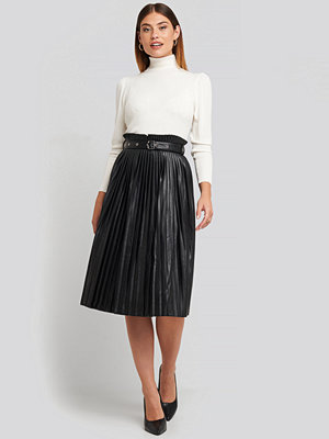 NA-KD Trend Pleated Pu Belt Skirt svart