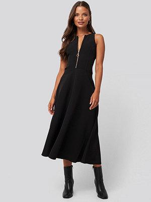 Trendyol Zippered Midi Dress svart
