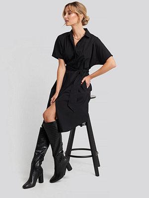 NA-KD Belted Short Sleeve Shirt Dress svart