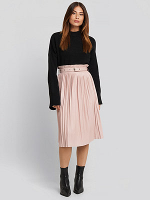 NA-KD Trend Pleated Pu Belt Skirt rosa