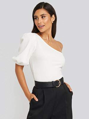 Toppar - NA-KD One Shoulder Puff Sleeve Top vit