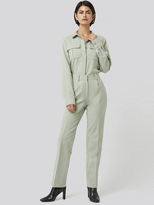 NA-KD Classic omönstrade byxor Creased Mid Rise Suit Pants grön
