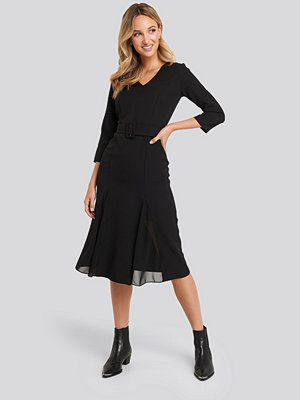 Trendyol Front Slit Midi Dress svart