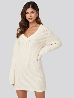 Adorable Caro x NA-KD Oversized Knitted Dress vit