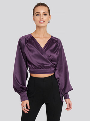 NA-KD Party Wrap Front Cropped Blouse lila