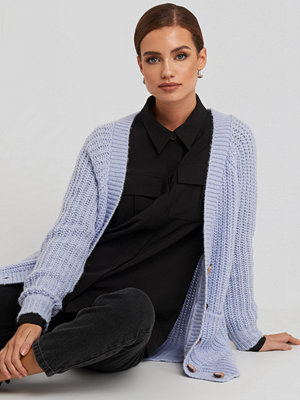 NA-KD Button Up Chunky Cardigan lila
