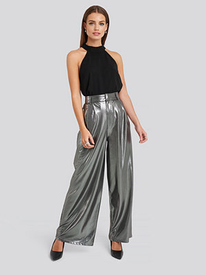 NA-KD Party grå byxor High Waist Front Pleat Wide Leg Pants silver