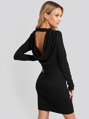 NA-KD Party Waterfall Back Mini Dress svart