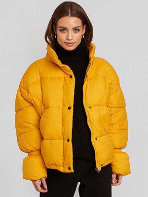 NA-KD Trend Elastic Detail Puffer Jacket gul