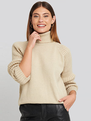 NA-KD High Neck Ribbed Sleeves Sweater beige