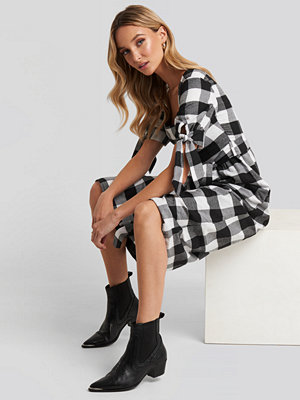 Trendyol Black Plaid Belted Dress svart multicolor