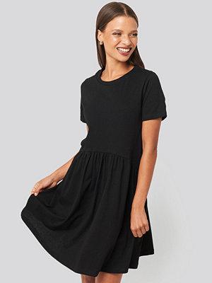 Trendyol Mini Short Sleeve Dress svart