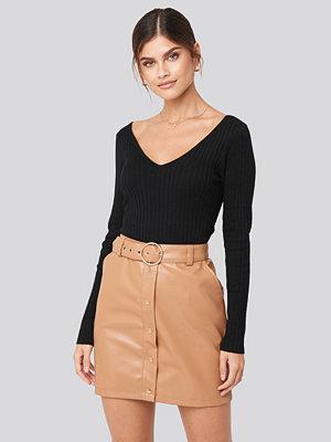 Adorable Caro x NA-KD PU Button Detail Skirt brun