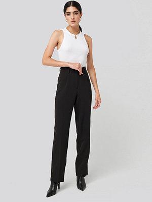 NA-KD Classic svarta byxor Creased Mid Rise Suit Pants svart