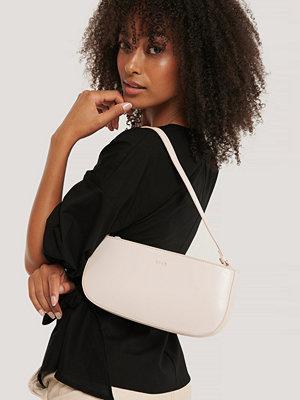 NA-KD Accessories vit axelväska Baguette Bag beige