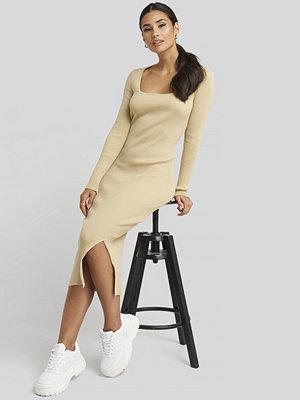Gerda x NA-KD Square Neck Long Knit Dress beige