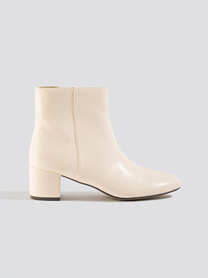 NA-KD Shoes Soft Low Heel Booties vit