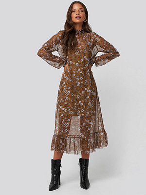 NA-KD Trend Smock Neck Printed Mesh Dress brun