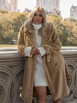 Hannalicious x NA-KD Double Breasted Belted Faux Fur Coat beige