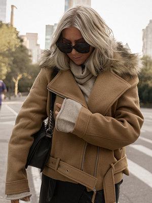 Hannalicious x NA-KD Faux Fur Collar Biker Jacket beige