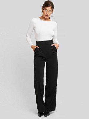 NA-KD Classic svarta byxor High Waisted Wide Leg Suit Pants svart