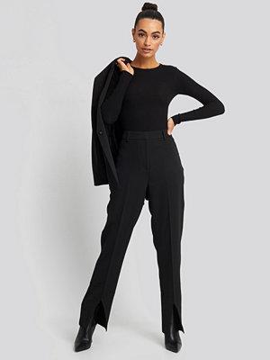 NA-KD Classic svarta byxor Front Slit Suit Trousers svart
