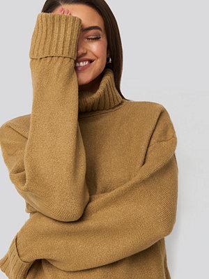 AFJ x NA-KD Folded Sleeve Oversize Sweater brun