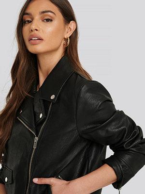 NA-KD Trend Oversized Faux Leather Jacket svart