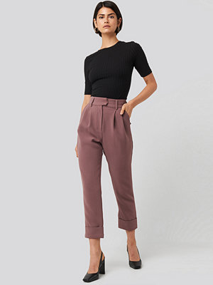 NA-KD Classic omönstrade byxor Folded Cigarette Suit Pants lila